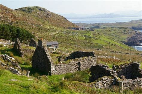 File:Ruined cottages - geograph